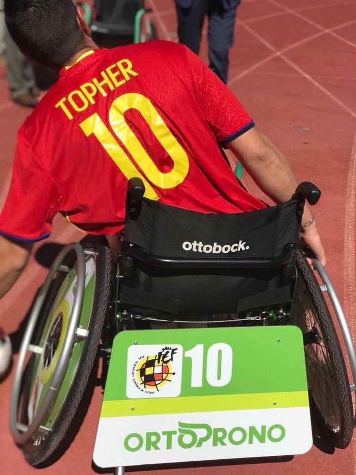 Christopher Treviño jugando al A Ball, Fútbol en silla